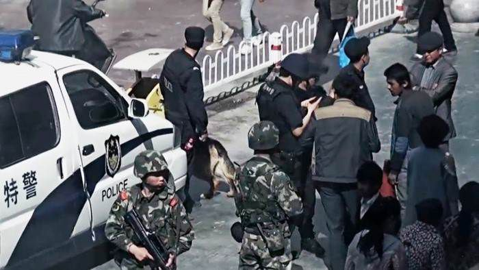 Leçon de propagande chinoise en zone interdite - Documentaire (2014)